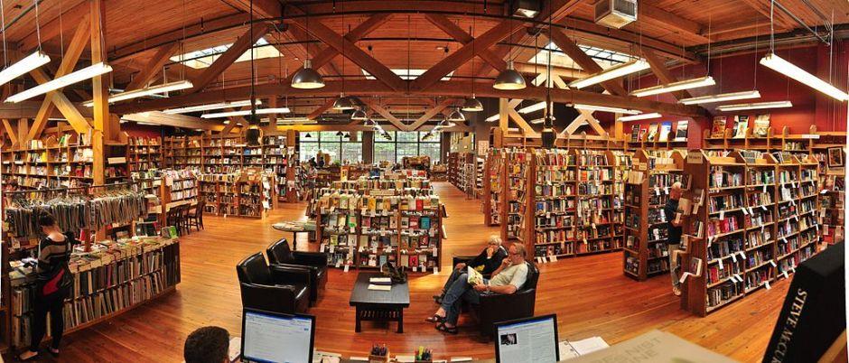 Elliott_Bay_Books_Capitol_Hill_interior_pano_01