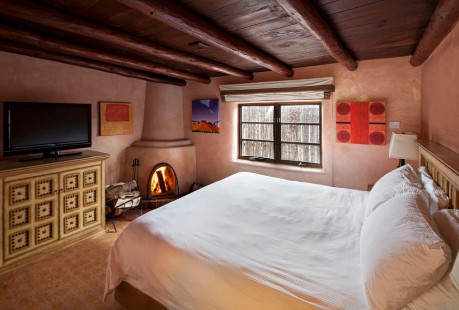 Cozy guestroom, courtesy Hotel Portfolio