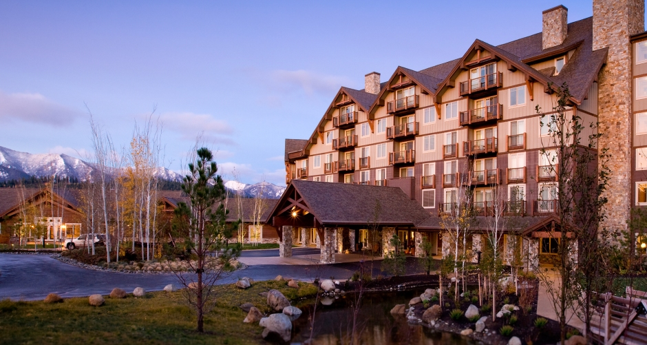 suncadia_accomodations_lodge_exterior_front