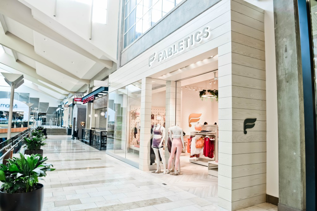 Bellevue Square Mall >> Kate Hudson S Fabletics Comes To Bellevue Square Mall